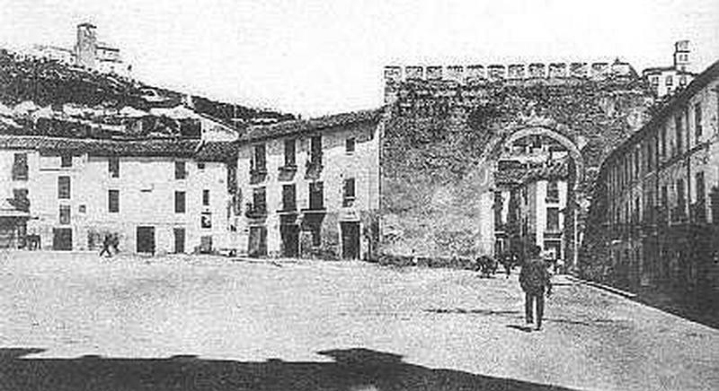 Puerta_Elvira_2.jpg